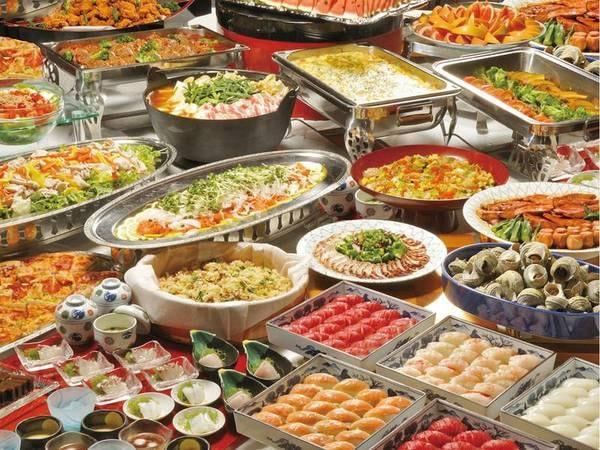 【夕食/例】バラエティに富んだ約50種メニューが食べ放題!