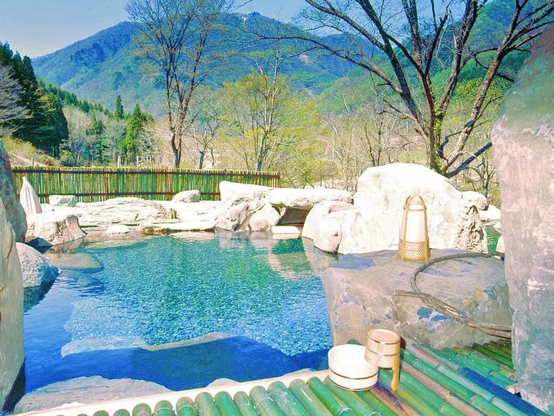 【野天風呂「龍の湯」】絶景を望む野趣溢れるお風呂