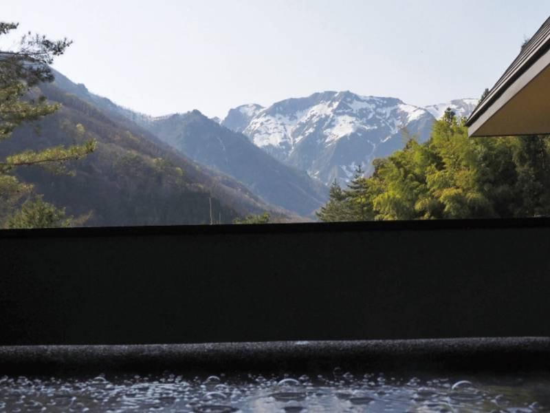 高濃度水素風呂から見る「谷川岳」
