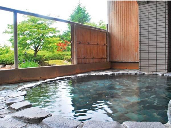 【露天風呂】源泉掛け流しの温泉で身も心もリラックス♪