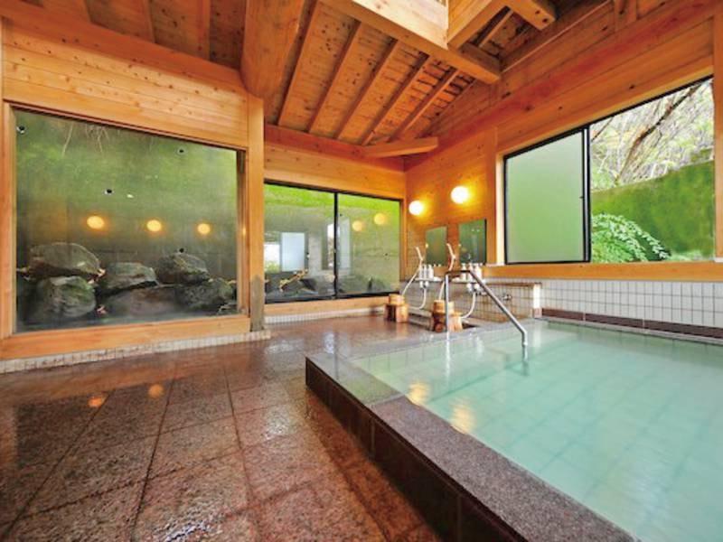 【男性大浴場】体に優しい湯と清々しい檜の香りに癒される