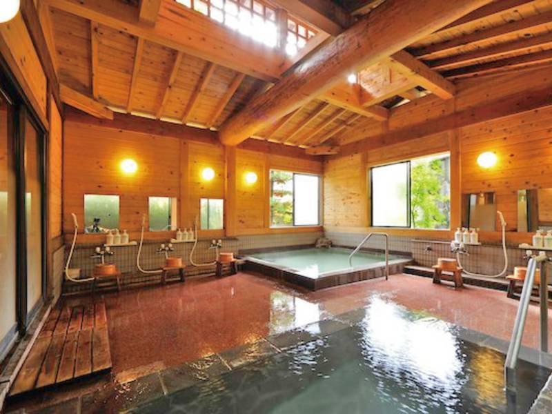 【女性大浴場】湯畑の源泉を引いた檜造りの温泉でリラックス
