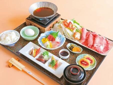 【国産牛すき焼き風御膳の夕食/例】厳選した国産牛のすき焼きの他に、小鉢等がついた御膳です!