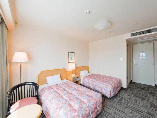 【喫煙ツイン客室/例】ゆったり23㎡、ベッド幅120cmのお部屋。禁煙・喫煙は選択可能