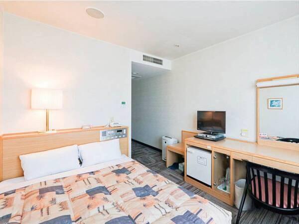 【喫煙ダブル客室/例】14㎡、ベッド幅140cmのお部屋。禁煙・喫煙は選択可能