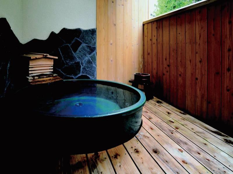 【貸切露天風呂】信楽焼の浴槽でゆっくりくつろぐ