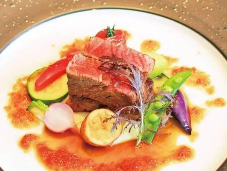 【牛ステーキ洋食プラン/例】カジュアル洋食プランのメインを牛ステーキにグレードUPした内容。