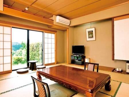 【和室/例】庭園より美しい湖が眺められる庭付きの和室