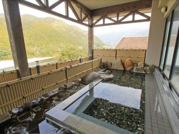 【露天風呂/やすらぎの湯】雄大な北山川が一望