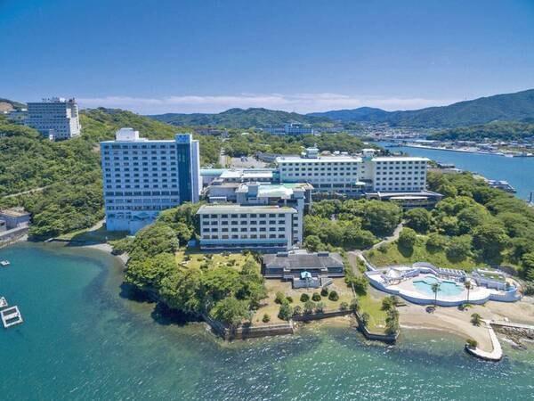 【ホテル全景】目の前に海が広がる絶景のロケーション