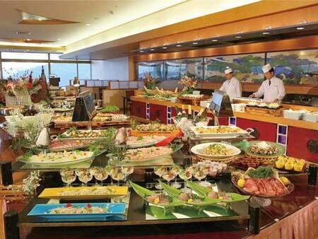 【夕食/例】伊勢海老料理はじめ、新鮮なお造りも揃うバイキング