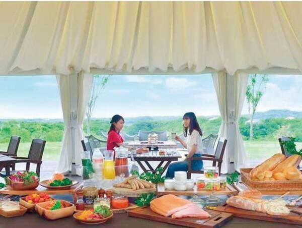 【ご朝食】360度パノラマを望む里山ラウンジでの楽しむグランピング朝食/例