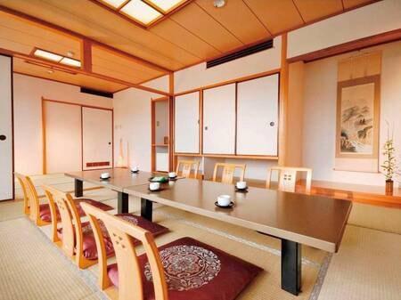 【和室16畳/例】純和室のしつらいも清々しい落ち着きあるお部屋は、お客様の楽しい和みをさらに演出します