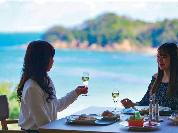 朝食:無料のスパークリングワインをサービスしております。