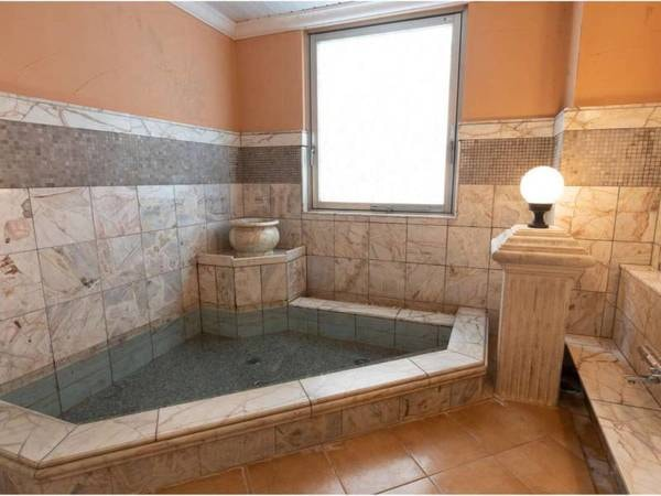 【ホテルキャッスルイン津】津でのお泊りならココ!4つの天然温泉貸切風呂でまったり。