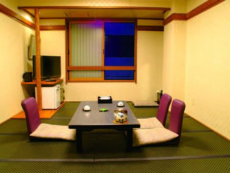 【客室/例】黒畳の広々客室にて、ゆっくり寛げる