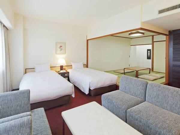 43平米の広々デラックス和洋室。ふかふかのソファもあり(客室例)