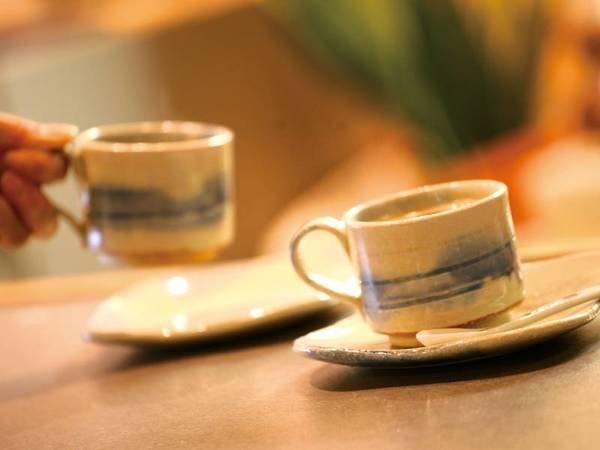 【館内ティーラウンジ】還元水で入れたての美味しいコーヒーが頂ける※有料