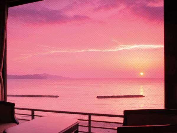 海側/別館展望風呂付客室からの眺望/例※4月上旬から9月上旬は海に沈み夕日が見頃