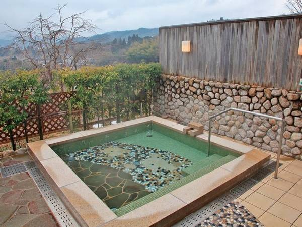 露天風呂 里山の風景に心癒される