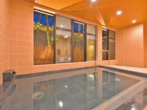【大浴場】外の笹を眺められる和風テイストの大浴場