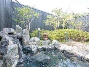 【露天風呂】大浴場併設の岩露天風呂