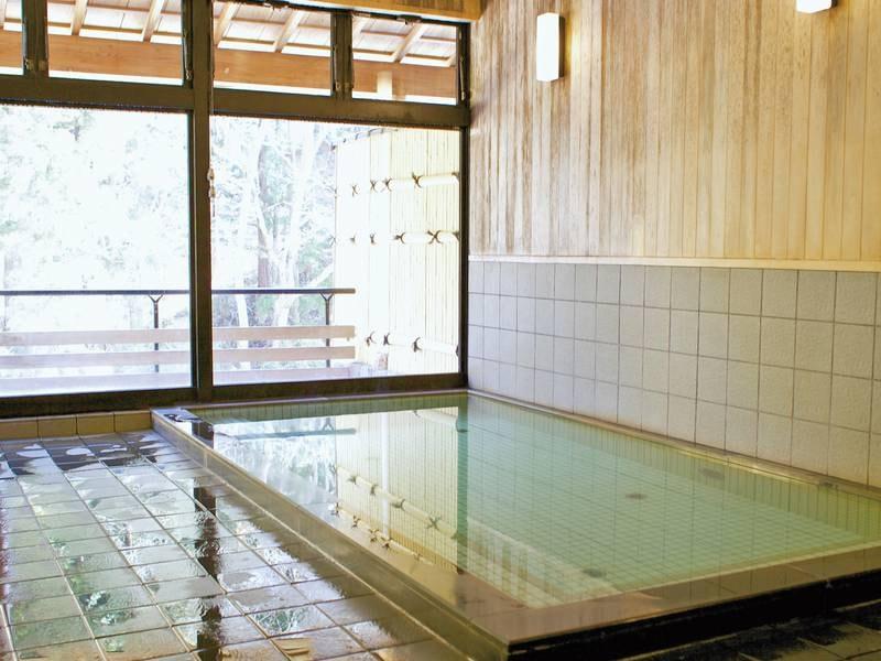 【女性大浴場/ふじきの湯】谷に流れる天然水を利用した人工ラジウムミネラル温泉