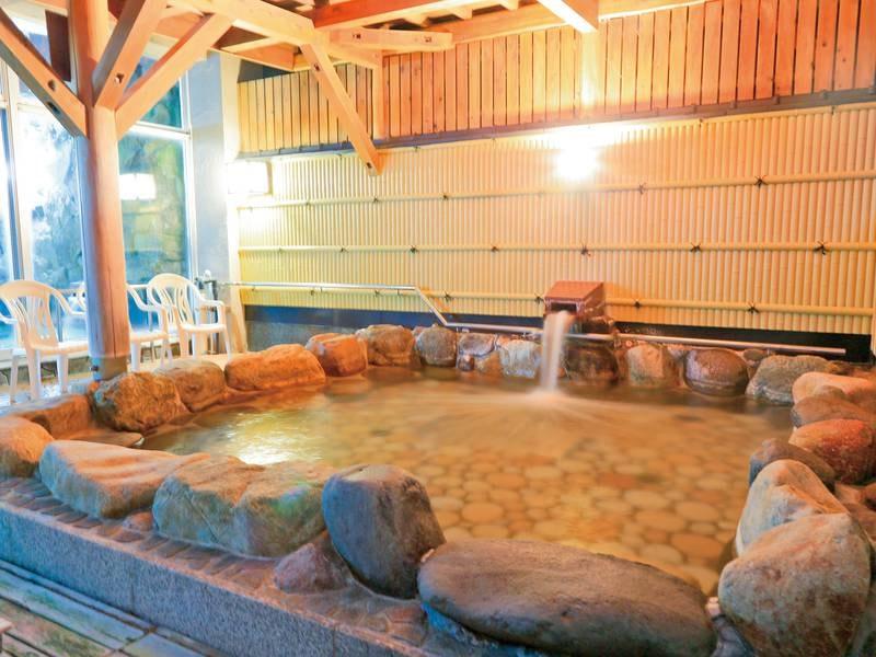 【露天風呂】立岩を一望 ※一般客の利用あり