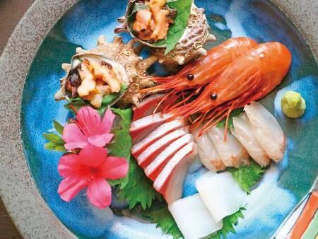 【海鮮美味10種のトロ箱盛り!】お造り盛り合わせ。漁師町だから鮮度抜群! ※写真一例