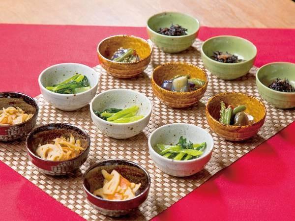【朝食付きプラン】小鉢盛りのおばんざい