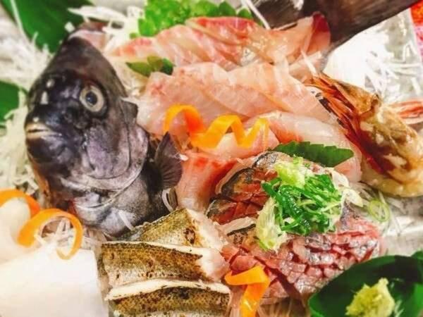 ぴちぴち新鮮姿造り付丹後産魚介類コース(一例)