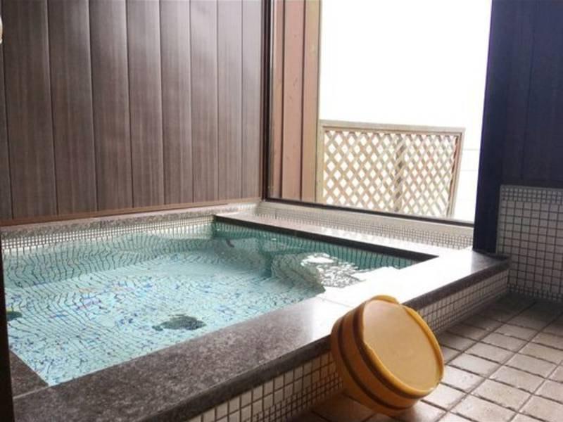 大浴場 小さくこじんまりとしたお風呂ですが、海を眺めながら、潮騒を聞きながら・・・このひとときは格別なのです