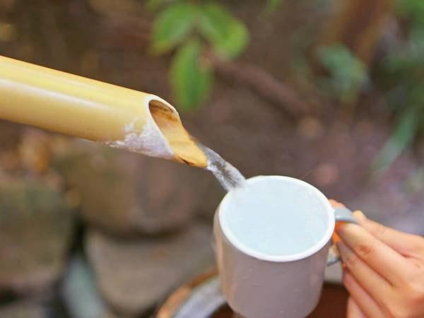【飲泉所/白糸の湯】アルカリ性単純温泉(PH8.7)の源泉100% の美肌の湯で、無味無臭で胃腸に良いとされる源泉を愉しめる