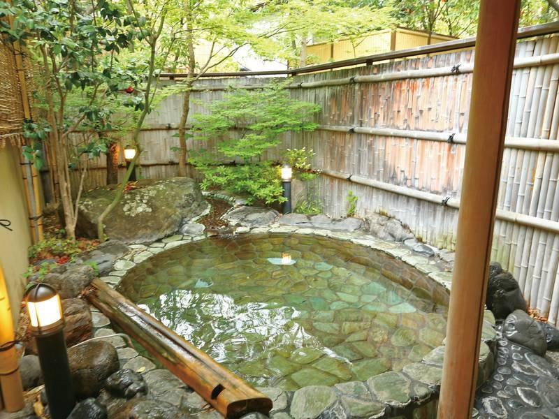 貸切風呂【山の辺の湯】内湯と露天風呂の2つのお風呂を愉しめる