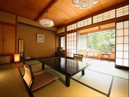 【和室10畳一例】 新緑の美ヶ原温泉を望むお部屋