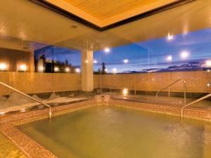 【大浴場】太古の昔より湧き出ると伝わる『絹の湯』は柔らかい肌あたり
