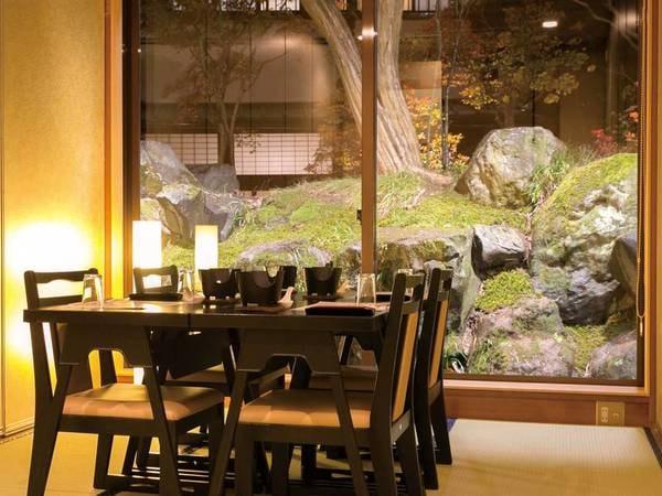 【個室食事処/例】庭園を望む個室食事処