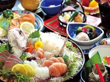 【夕食/例】新鮮な旬魚をたっぷり味わえる!