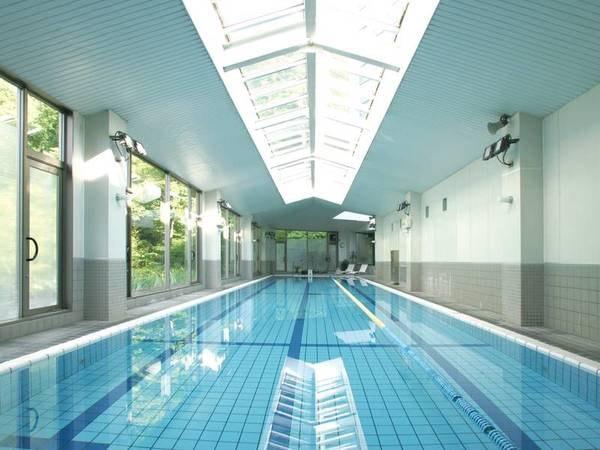 25m屋内温泉プールも完備!