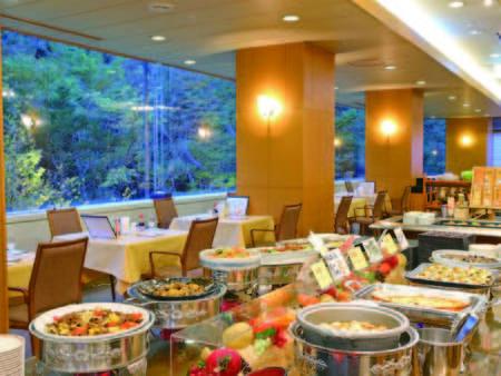 【夕食/例】地元の食材をふんだんに使用!最低5日間はメニューが変わる