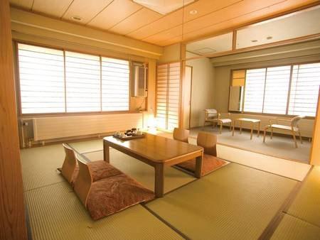 【和室10畳/例】畳の上でのんびり寛げる