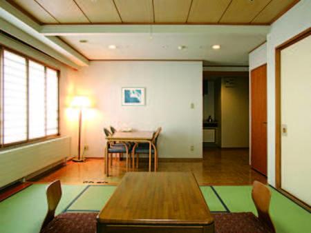 【客室/例】8畳+2畳程度のテーブルスペース付の客室