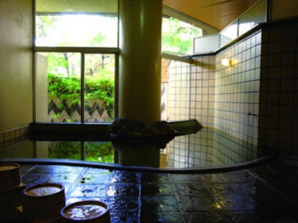 """【大浴場/1F】敷地内湧出の""""油屋源泉""""をかけ流し"""