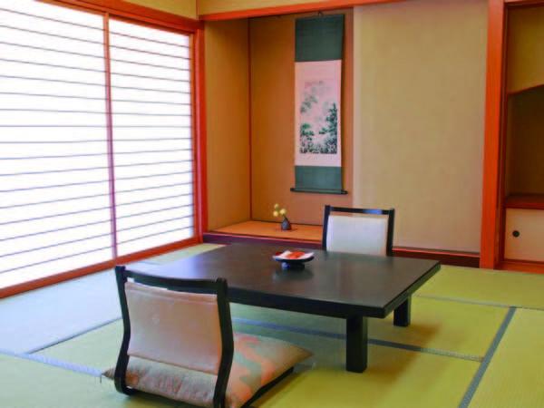 【新館山側和室8畳/例】雄大な山の景色がメインの純和風客室