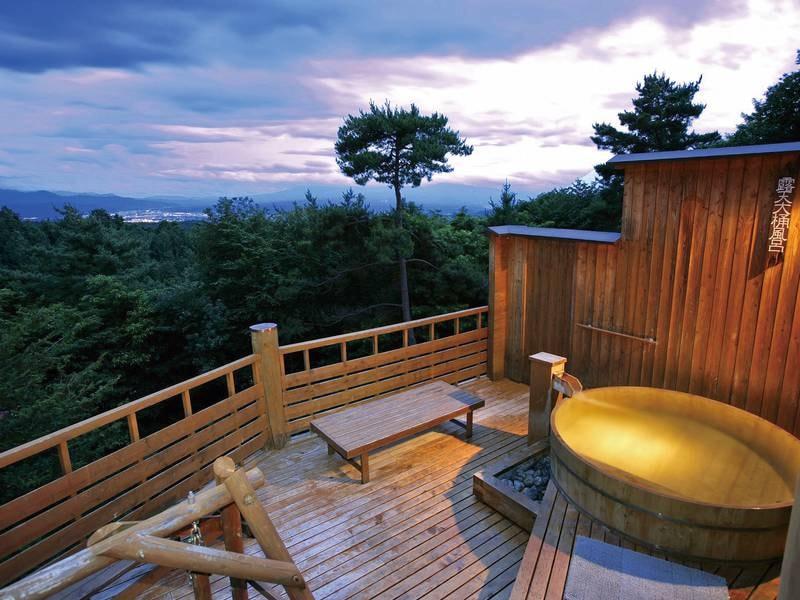 【展望露天風呂「雲の助」】標高1,050mから八ヶ岳、富士、佐久平の絶景を満喫