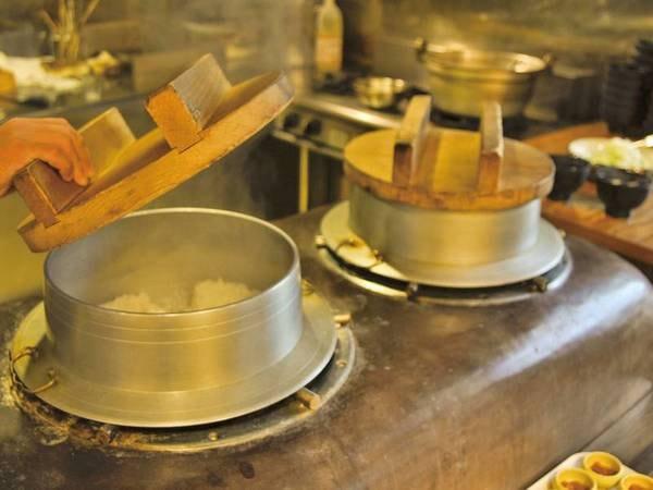 【夕食/例】竈を使って炊き上げるふっくらご飯