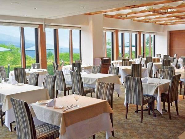 【朝食会場・ラコルタ】八ヶ岳の雄大な景色を眺める