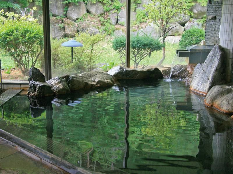 【岩風呂】美肌の湯で有名な高アルカリ泉を源泉かけ流し!
