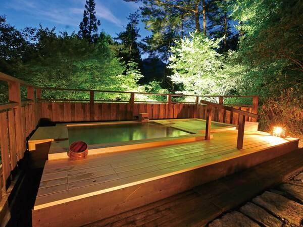 【露天風呂/夜】澄んだ空気に満天の星が降ってくるような景色に我を忘れる