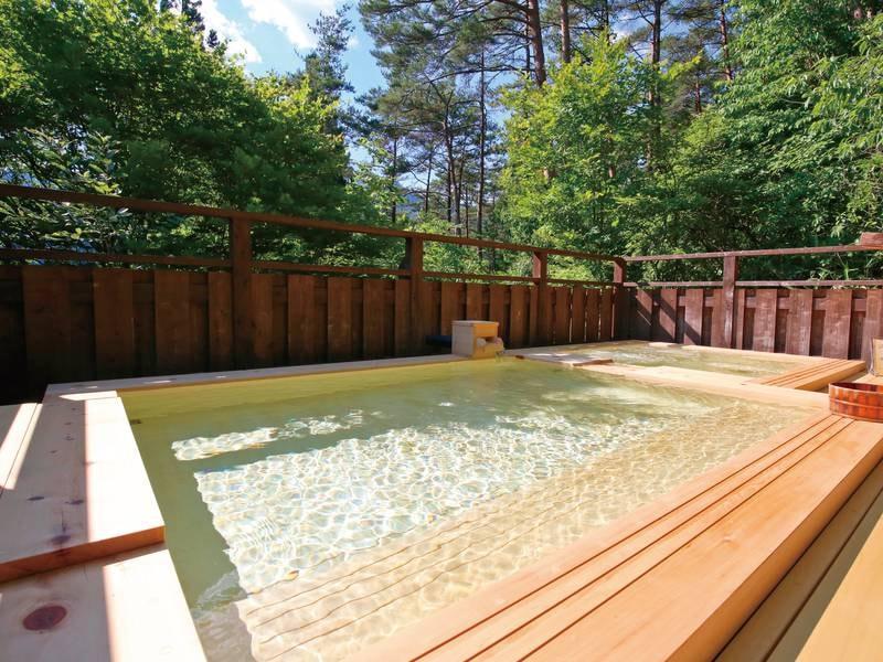 【ジャグジー付き露天風呂】自然に囲まれた隠れ家風の露天風呂